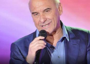 Un célèbre chanteur transporté d'urgence à l'hôpital après un grave accident de la route