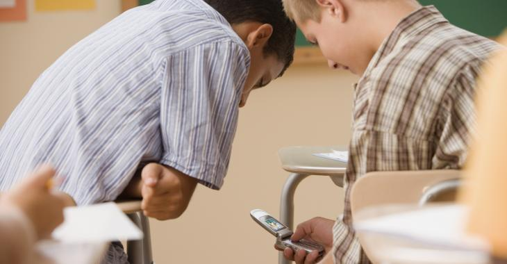 Les sextos en classe inquiètent le ministre de l'Éducation
