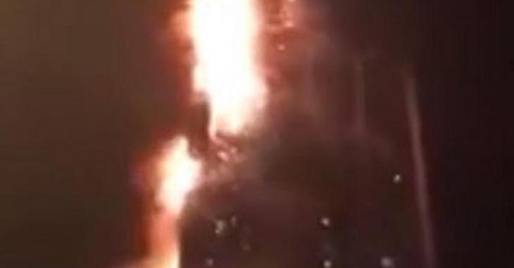 Un violent incendie dans un gratte-ciel
