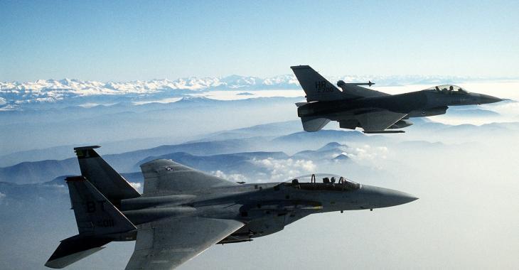 Deux avions militaires décollent de la base attaquée jeudi en Syrie