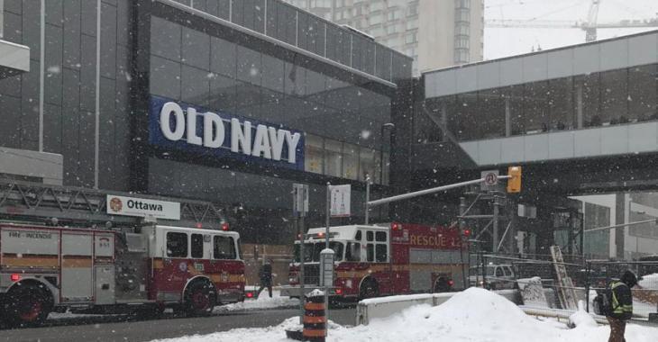 Un centre commercial évacué