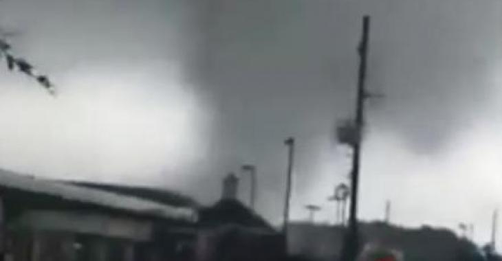 Vidéo   Des tornades se forment en plein ouragan Harvey