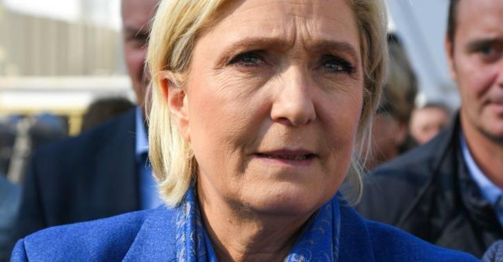 Marine Le Pen évacuée d'urgence par la police d'un meeting politique