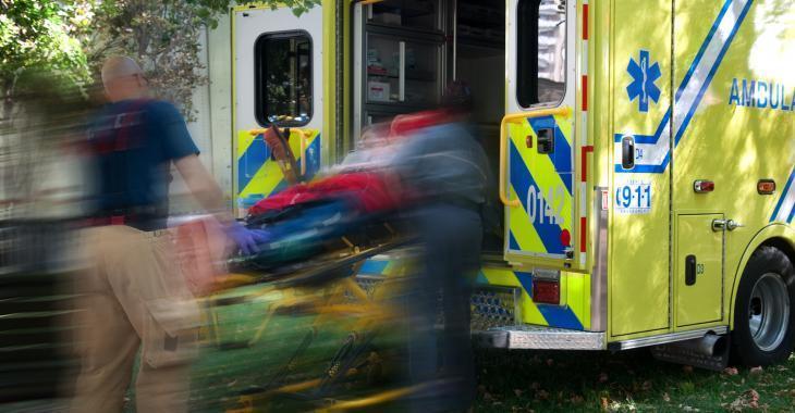 Accident | Un homme blessé dans une spectaculaire sortie de route