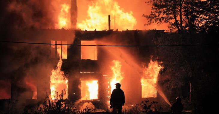 Deux résidences complètement détruites par un violent incendie