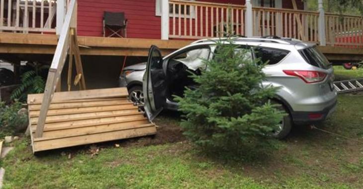 Accident | Ivre, elle fonce dans une maison avec sa voiture