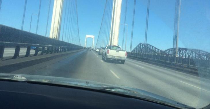Un bloc de glace fracasse son pare-brise sur le pont Pierre-Laporte