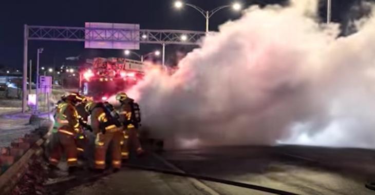 Voiture en feu sur une autoroute du Québec