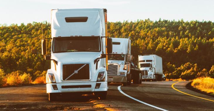 Qualifiés de «héros au quotidien», les camionneurs demandent un assouplissement à François Legault