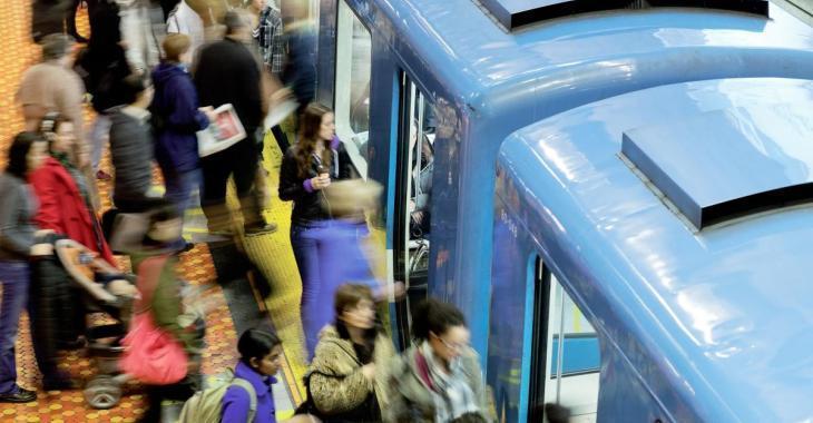 COVID-19: Des métros et des autobus surchargés après une diminution du service