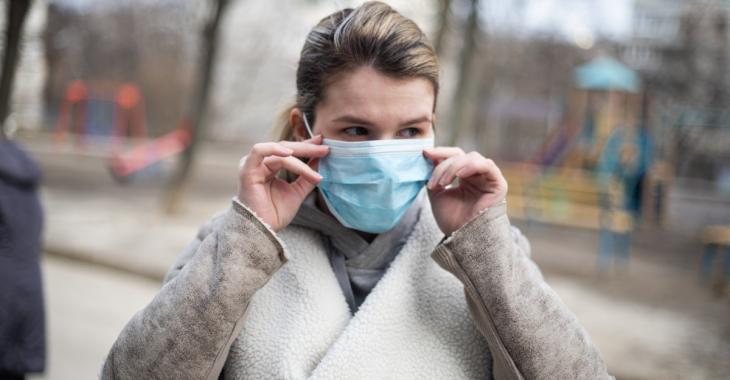 COVID-19: Un scientifique chinois affirme que ne pas porter de masque est une grande erreur