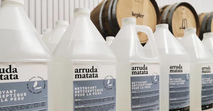 Un nouveau gel désinfectant est baptisé Arruda Matata en l'honneur du Dr Horacio Arruda.