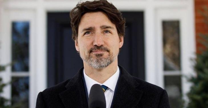 Justin Trudeau annonce un plan d'aide de 1250$ par mois pour les étudiants.