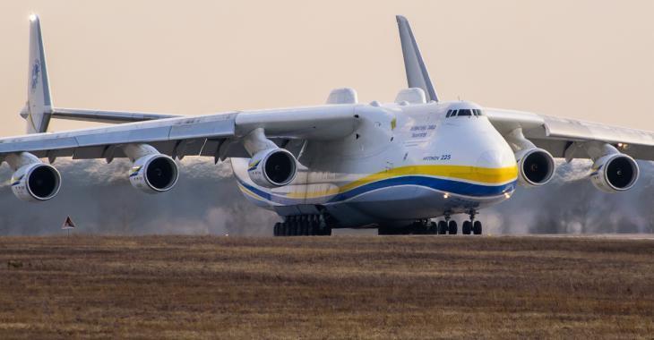 Le gros Antonov qui devait arriver au Québec aujourd'hui sera en retard.
