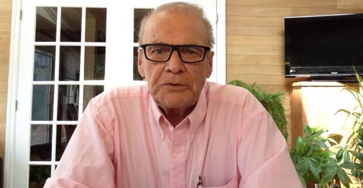 Claude Poirier estime que le gouvernement devrait obliger le port du masque dans plusieurs endroits.