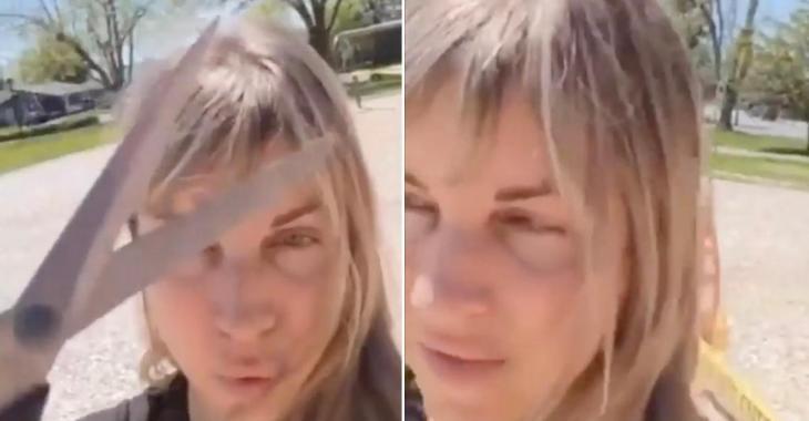 Une femme coupe les rubans interdisant l'accès à un parc en comparant cela à un camp de concentration.