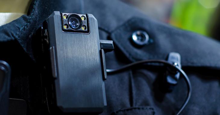 Plus de 27 000 personnes réclament le port de caméras corporelles pour les policiers de Montréal