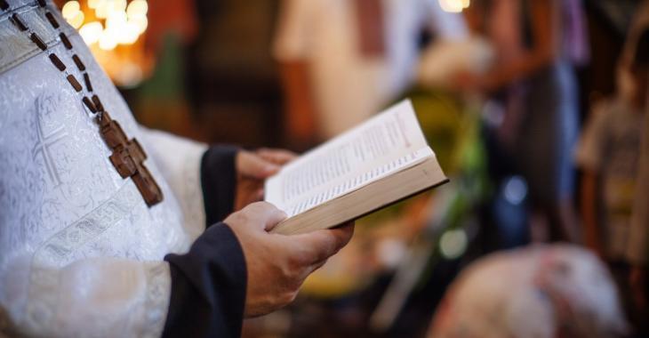 Un pasteur frustré convertit son église en bar pour rouvrir malgré l'interdiction