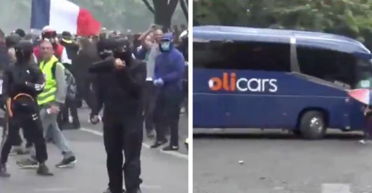 Des casseurs attaquent un bus de soignants lors d'une manifestation à Paris