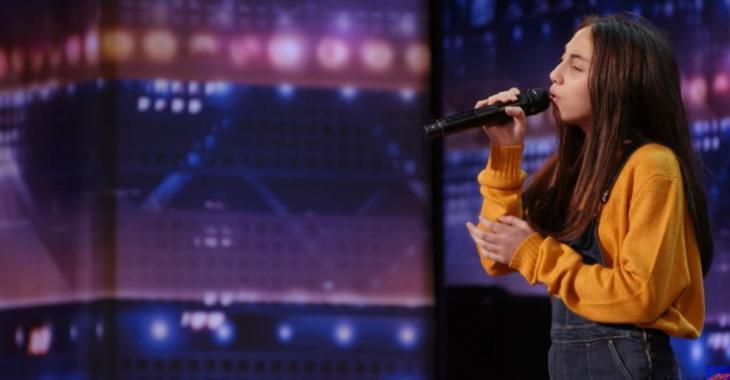 Simon Cowell demande à une fillette de 12 ans de chanter 3 fois après lui avoir répété qu'elle choisit toujours les mauvaises chansons