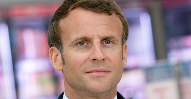Emmanuel Macron s'offre un bain de foule sans masque en pleine crise sanitaire