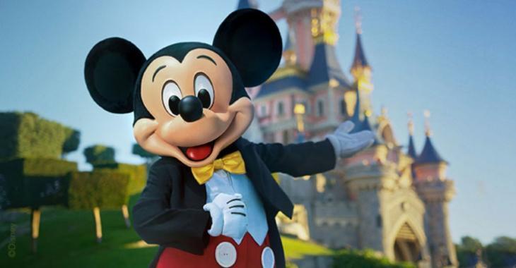 «Un jour mon prince viendra» chanté par un homme dans la nouvelle pub de Disney