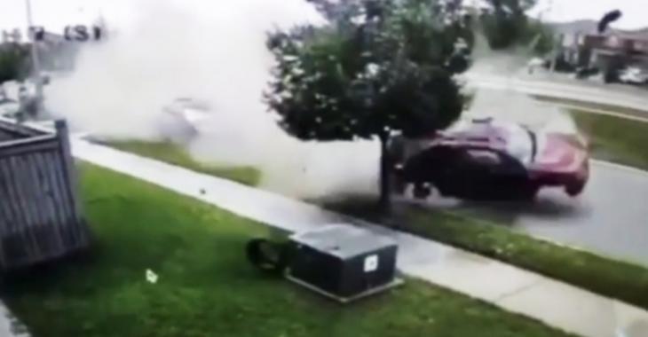 Un spectaculaire accident dans un quartier résidentiel capté sur vidéo.