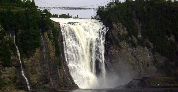 Un homme survit à une chute dans la rivière Montmorency