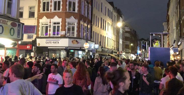 Les Anglais complètement «hors de contrôle» à la réouverture des bars