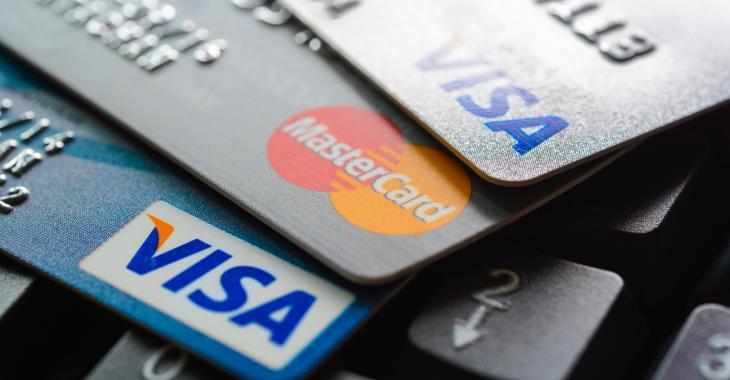 Une Québécoise arrive à se libérer d'une dette de 5800 dollars à l'aide d'un chèque de 100 dollars.