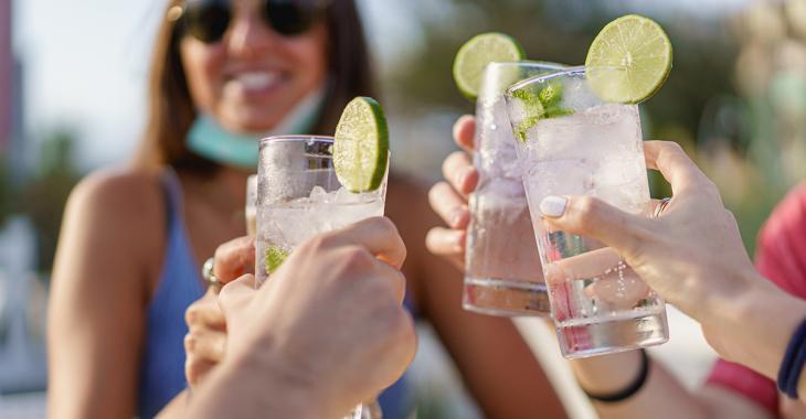 Le gouvernement du Québec veut imposer la fermeture des bars du Québec à minuit