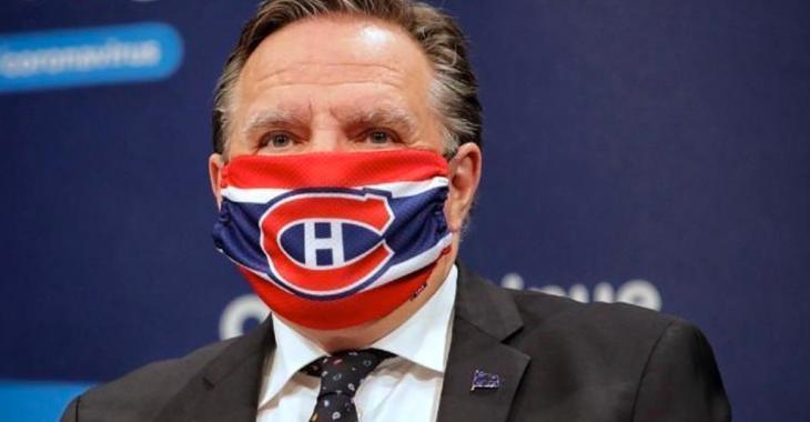 Des pétitions demandant à Québec d'annuler la règle du masque obligatoire.