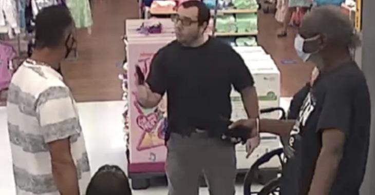 Un client au Walmart pointe un pistolet sur un homme lors d'une dispute sur le fait de ne pas porter de masque.