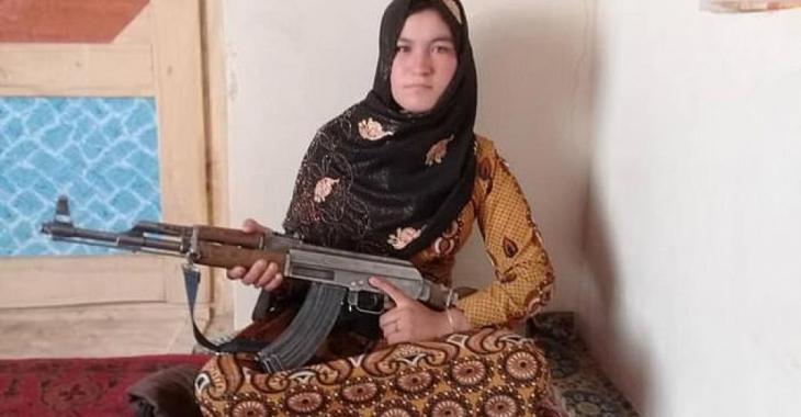 Une jeune fille afghane tue deux talibans après que ceux-ci aient assassiné ses parents.
