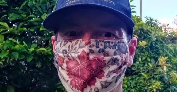 Un docteur court 35 kilomètres avec un masque sur le visage pour prouver ça ne l'empêche pas de respirer.