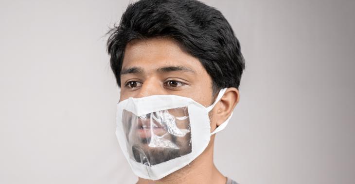 Les masques avec une fenêtre transparente sont aussi efficaces que les autres