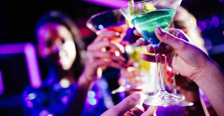 Un registre québécois pour suivre les cas de la COVID-19 dans les bars et restaurants