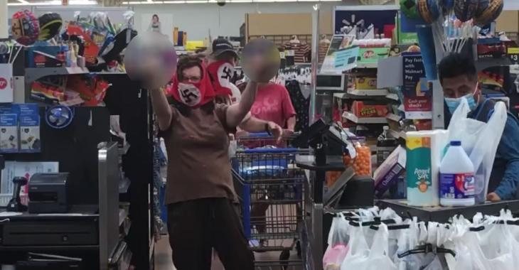 Un couple porte des masques nazis pour faire ses courses dans un Walmart