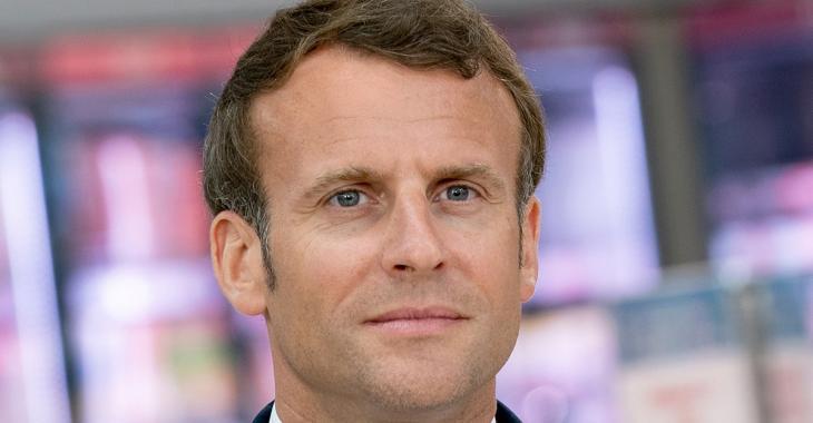 Emmanuel Macron recommande le port du masque à l'extérieur