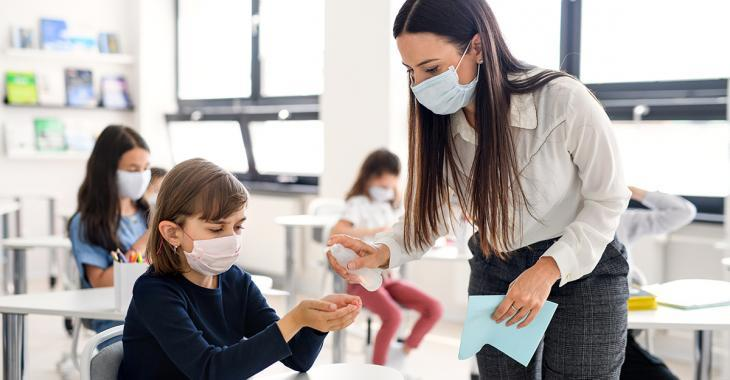 Le masque devrait être obligatoire à l'école dès 10 ans, selon la santé publique du Canada