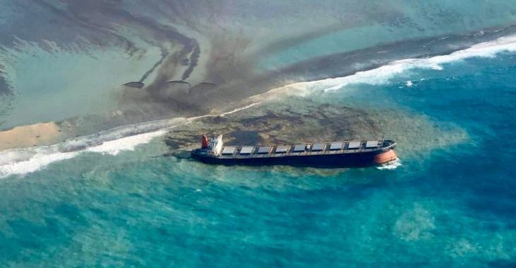 L'île Maurice menacée par une marée noire fait tout pour éviter une catastrophe écologique