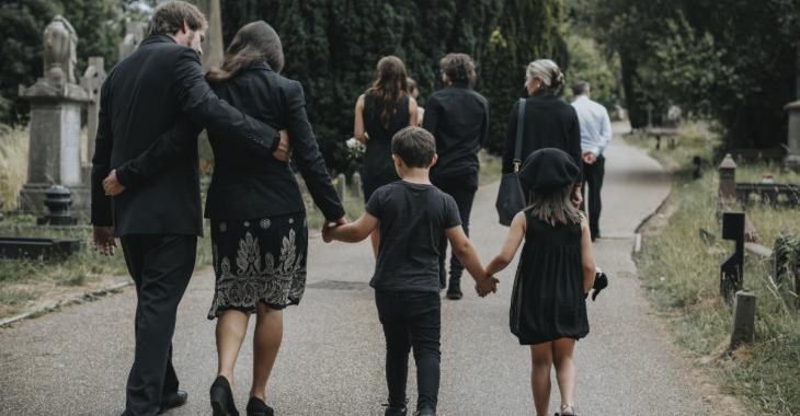 Au moins 30 personnes contractent la COVID-19 après avoir assisté à des funérailles
