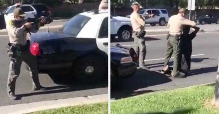 La police menace avec des armes 3 adolescents noirs qui n'ont rien fait
