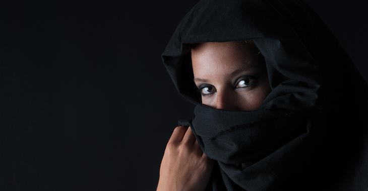 Altercation en raison d'un hijab porté en guise de couvre-visage