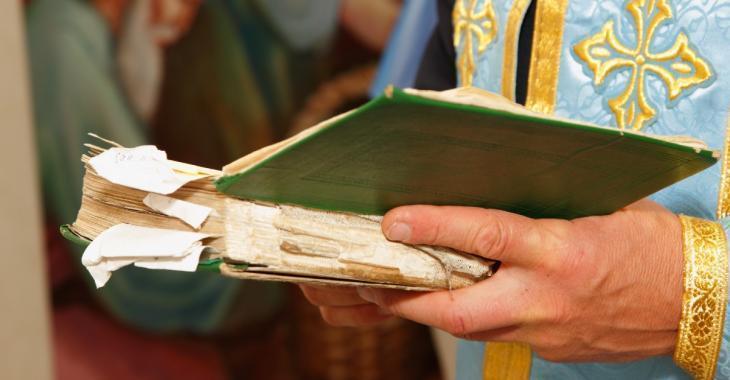 Une église de Laval utilise la même cuillère pour donner la communion à près de 350 personnes