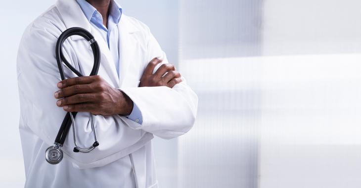 Un médecin du Nouveau-Brunswick ayant voyagé au Québec est accusé d'avoir causé une éclosion de COVID-19