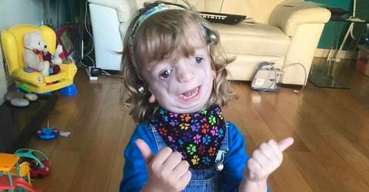 Un garçon de quatre ans atteint d'une rare maladie génétique rare se fait dire qu'il ne peut pas retourner à l'école