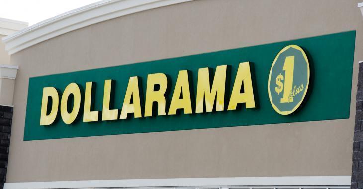 Des employés de Dollarama protestent contre leurs salaires et leurs conditions de travail.