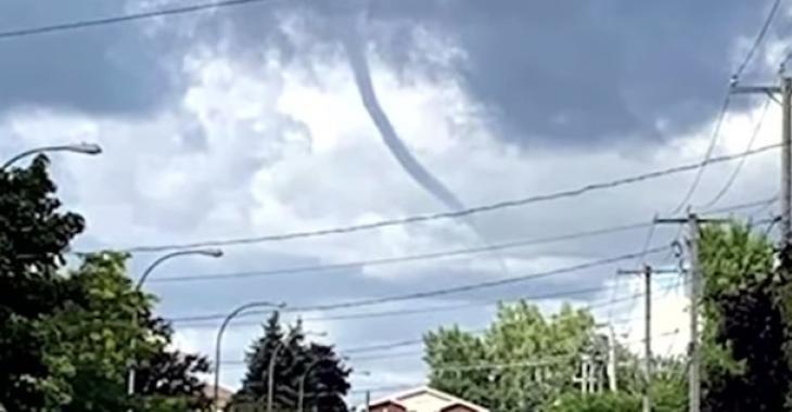 Un deuxième nuage en entonnoir est aperçu au Québec.