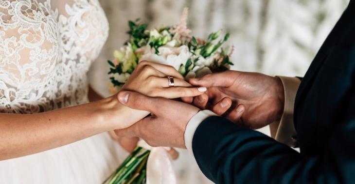 Le marié se fait tirer dessus le jour de son mariage